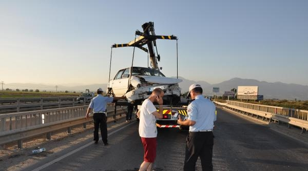 İşçileri Taşıyan Otomobil Kaza Yaptı: 5 Yaralı