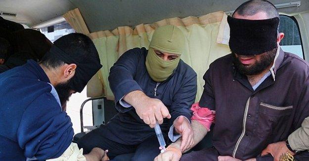 IŞİD, Hırsızlık Yapan Kişinin Ellerini Nasıl Kesiyor?