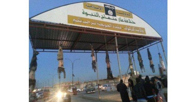 IŞİD, Öldürdüğü Kişileri Ana Cadde Levhalarına Asıyor!