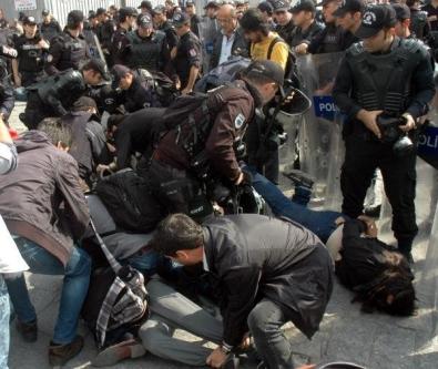 IŞİD protestosuna yaka paça gözaltı!