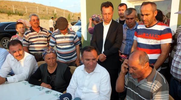 Işid Tarafından Kaçırılan Polis Memurunun Ailesine Bayram Ziyareti