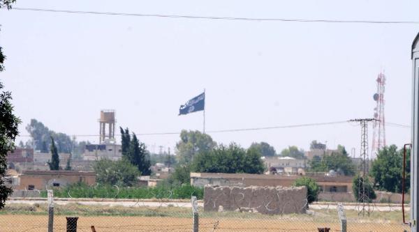 Işid Türkiye Sınırındaki Bayrağını İndirdi