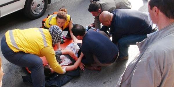Isiticinin Yaninda Ders Çalişirken Ceketi Alev Alan Çocuk 3'üncü Kattan Düştü