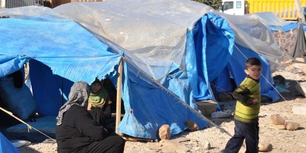 Islahiye'de 200 Suriyeli Araziye Kurduklari Çadirda Yaşiyor