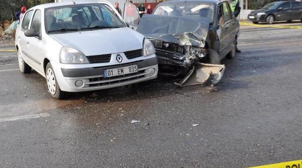 Islahiye'de Iki Otomobil Çarpişti: 1 Ölü, 3 Yarali