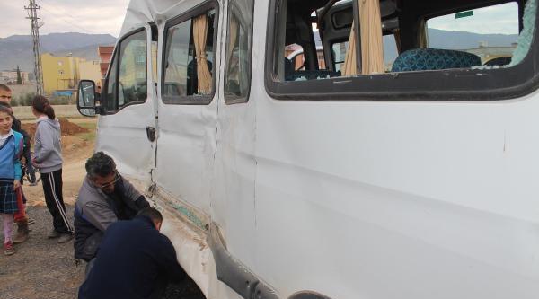 İslahiye'de Öğrenci Servisi İle Kamyon Çarpişti: 9 Yaralı