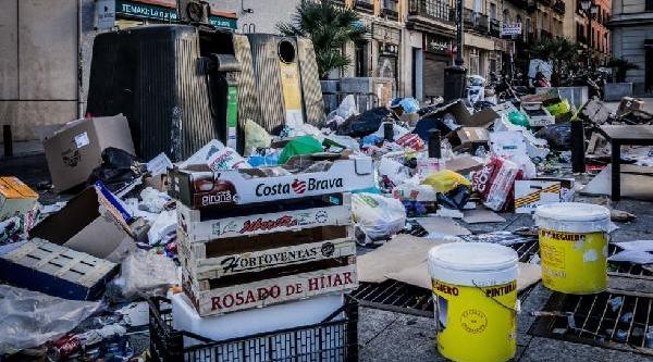 Ispanya'Da Halk Çöp Toplanmasi Için Orduyu Göreve Çağirdi