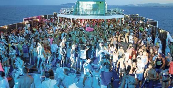 İspanya'da Yüzen Diskotekler Moda