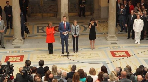 İspanya'nin Yeni Kralı Ve Kraliçesi Gay Ve Lezbiyenleri Kraliyet Sarayında Kabul Etti