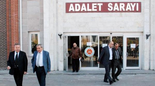 Isparta Belediyesi'ndeki Yolsuzluk Davasinin Duruşmasi 2 Dakika Sürdü