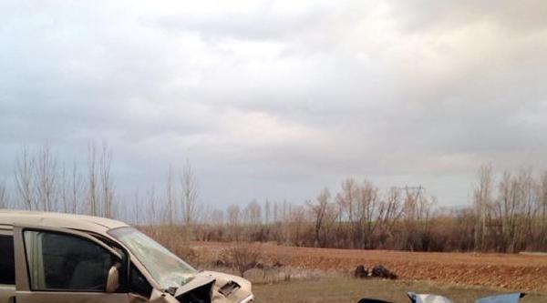 Isparta'da Kaza: Sürücü İle Anne Ve Babası Öldü