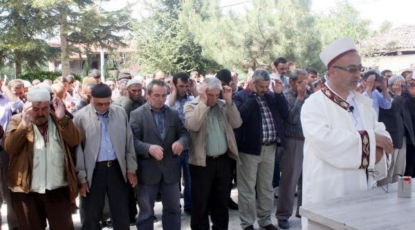 Isparta'da Köy Muhtarı 3 Gün Yas İlan Etti, Kahveler Oyun Takımlarını Kaldırdı