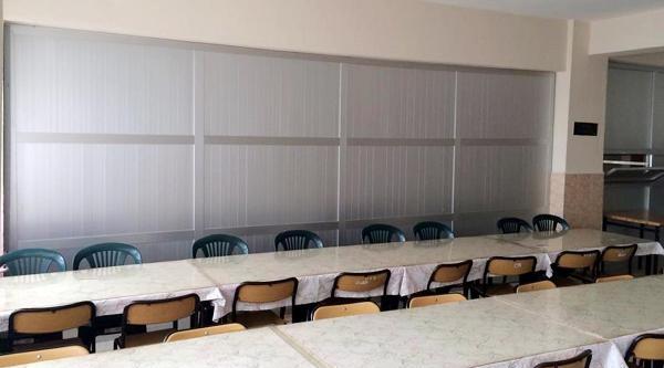 Isparta'daki Anadolu Lisesi Yemekhanesi Bu Kez Paravanla Ayrildi