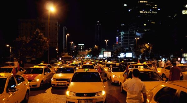 İsrail Başkonsolosluğu Önünde Taksiciler Kontak Kapattı