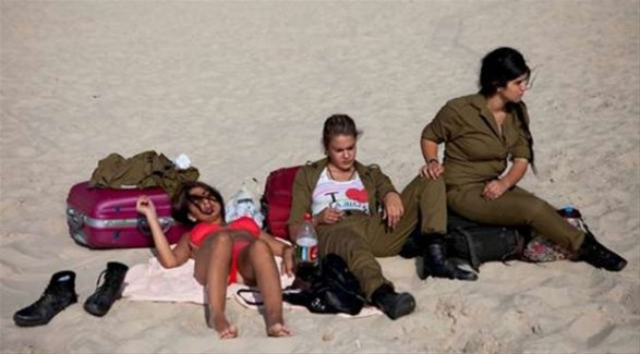 İsrail, Kadın Askerlerini Ne İçin Kullanıyor?