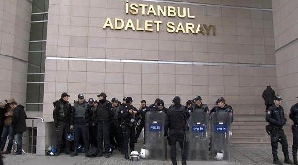 Istanbul Adalet Sarayi Önünde Polis Müdahalesi (1)