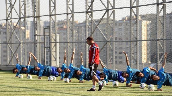 İstanbul Başakşehir Fatih Terim Futbol Kompleksinde İlk Antrenman