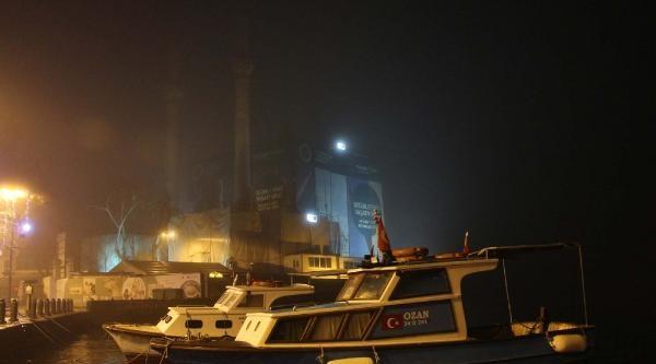 Istanbul Boğazi Gemi Trafiğine Kapatildi