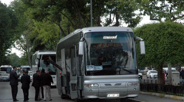 İstanbul Emniyet Müdürlüğü Karşısındaki Otobüs Polisi Alarmı Geçirdi