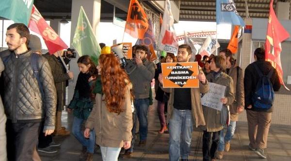 Istanbul Metrosundaki Akbil Tartişmasi, Izmir'De Protesto Edildi