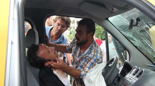 İstanbul'da 3 Trafik Kazası: 3'ü Polis 6 Yaralı