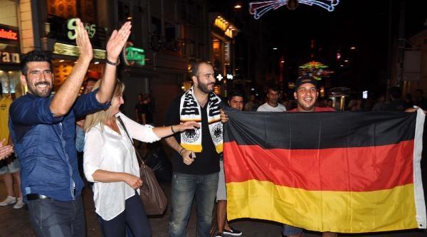 İstanbul'da Alman Taraftarların Dünya Kupası Sevinci