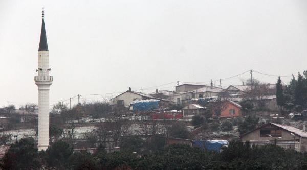 Istanbul'da Kar Yağişi Başladi