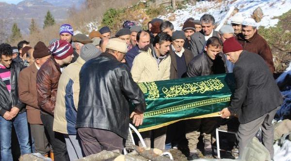 Istanbul'da Otomobil Çarpan Temizlik Işçisi Toprağa Verildi, Çocuklari Cenazeye Gelemedi