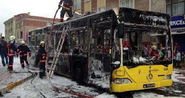 İstanbul'da Teröristler Otobüsü Yaktı