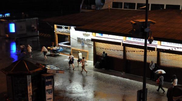 İstanbul'da Yağmur Gece De Sürdü