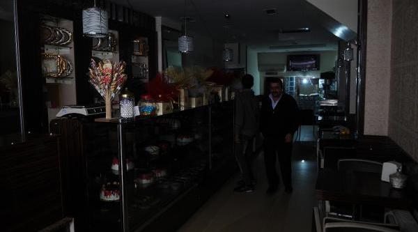 Istanbul'daki Elektrik Kesintileri Bugün De Sürdü...