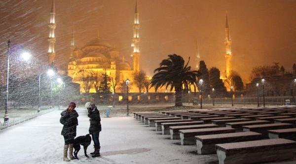 Istanbul'dan Kartpostallik Kar Manzaralari