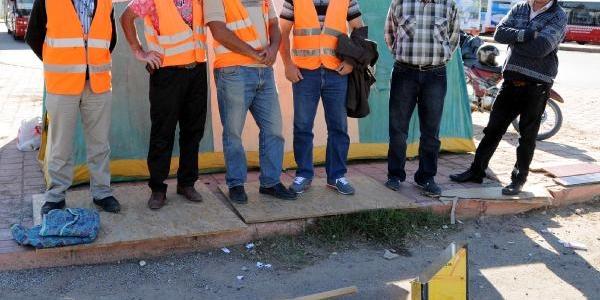 Işten Atilan Taşeron Işçiler 'direniş Çadiri' Kurdu