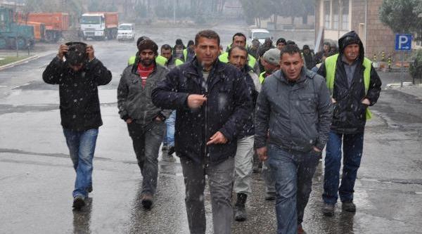 Işten Çikartilan Taşeron Işçileri Eylem Yapti