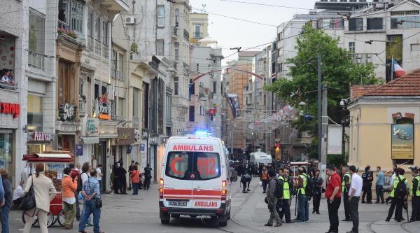 İstiklal Caddesi'nde Sıkılan Gaz Taksim Meydanı'nda Bulunan Turistleri De Etkiledi