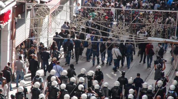 İstiklal'de Toplanan Grubu Polis Uzaklaştırdı, 2 Kişi Gözaltına Alındı