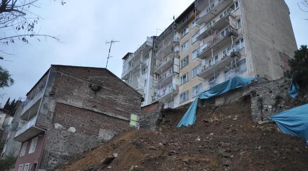 Istinat Duvari Çöktü, Çevresindeki 3 Apartman Boşaltildi
