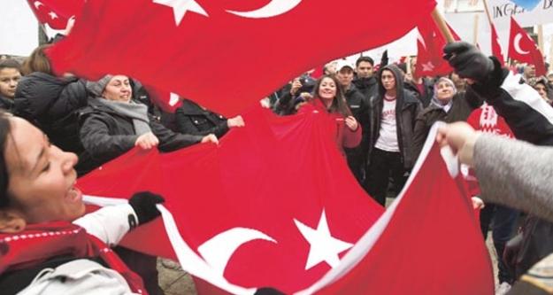 İsveç'teki Türkler ayaklandı!