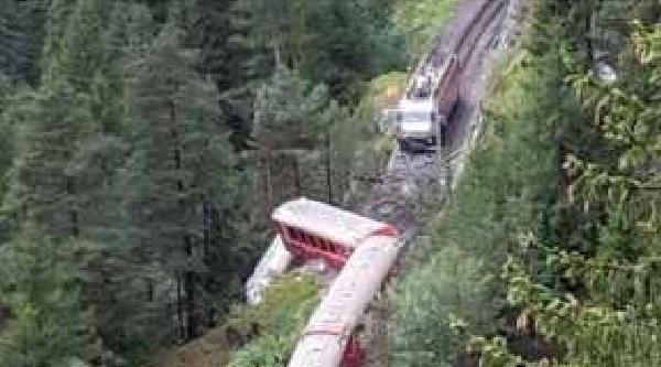 İsviçre'de Yolcu Treni Toprak Kayması Nedeniyle Raydan Çikti, 11 Yaralı