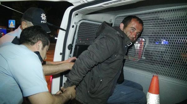 İşyeri Camlarını Taşla Kırıp Hırsızlık Yaparken Yakalandı