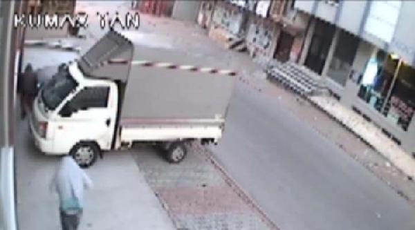 İşyerindeki Hırsızlık Güvenlik Kamerasında