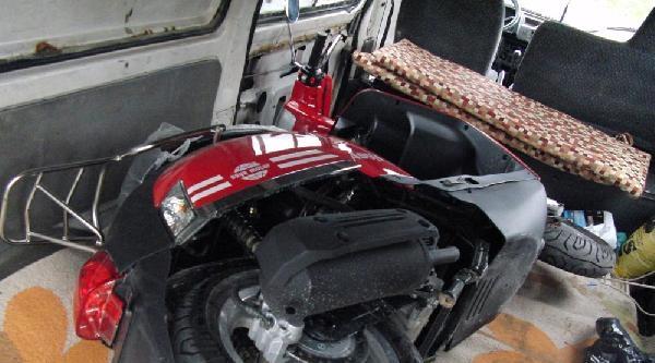 İşyerine Ait Minibüs Ve Motosikleti Çaldi