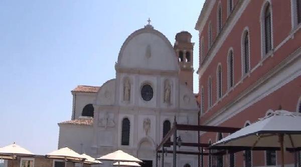 İtalyan Gazetesi'nden 'müslümanlar'a İbadet Engeline' Tepki