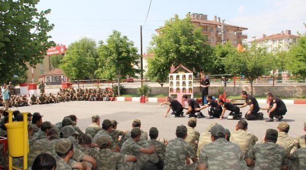 İtfaiyeden Mehmetçiğe Yangın Söndürme Eğitimi