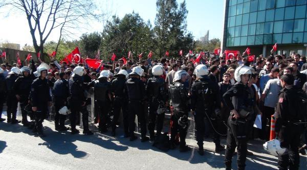 İtü'de Karşıt Görüşlü Öğrenciler Arasındaki Gerginliğe Toma'lı Polis Müdahalesi