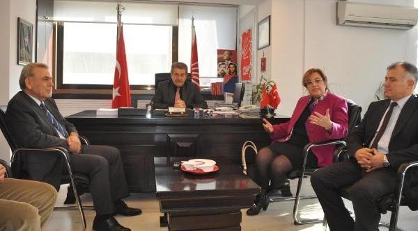 Izmir Eski Baro Başkani Sema Pekdaş Chp'Ye Üye Ve Aday Adayi Oldu