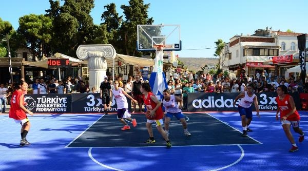 İzmir Foça'da Tek Pota Basketbol Şöleni
