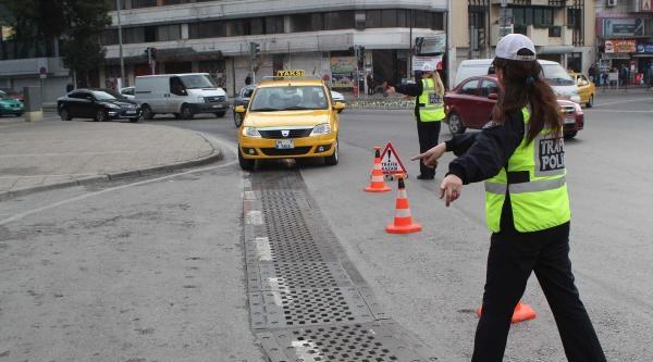 İzmir'de 2 Dolmuş Şoförü, Uyuşturucu Testine Takıldı