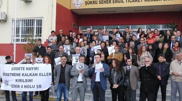 Izmir'de 5 Öğretmene Saldiriya Tepki