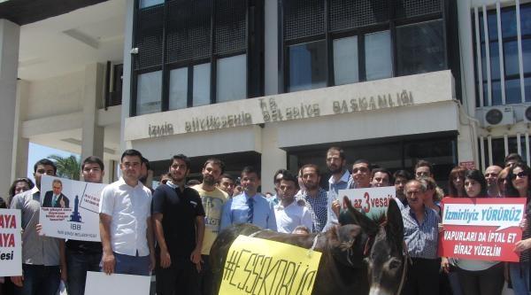 İzmir'de Ak Parti'den Eşekle Ulaşım Protestosu